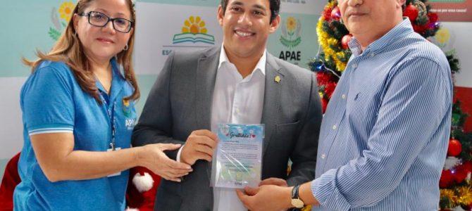 CÂMARA: Presidente Osmar Filho visita APAE e anuncia novos recursos de emenda parlamentar