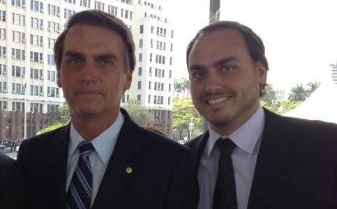 Carlos Bolsonaro recebeu investigados por esquema de rachadinha no gabinete
