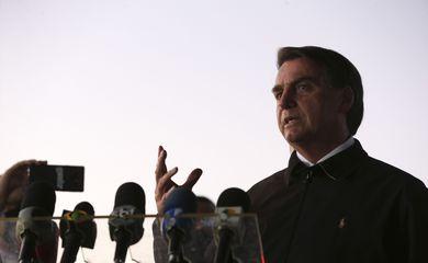 """O VELHO DITADOR! """"Vontade que tenho é encher sua boca de porrada"""", diz Bolsonaro a repórter"""