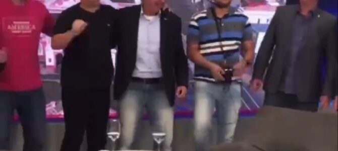 DEBOCHE TOTAL! Flávio Bolsonaro falta a acareação no MPF e vai a TV dançar com Sikêra Jr.