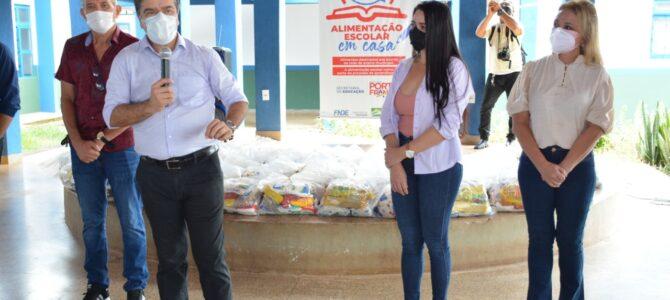 PORTO FRANCO: Prefeito Deoclides começa a entrega de cestas da alimentação escolar em casa