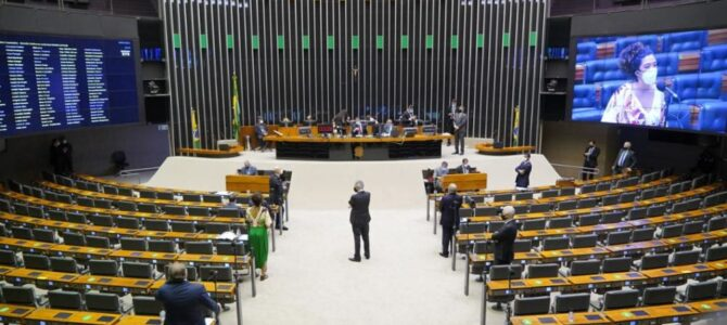 LADEIRA ABAIXO! Câmara aprova texto principal de projeto que abranda Lei da Improbidade
